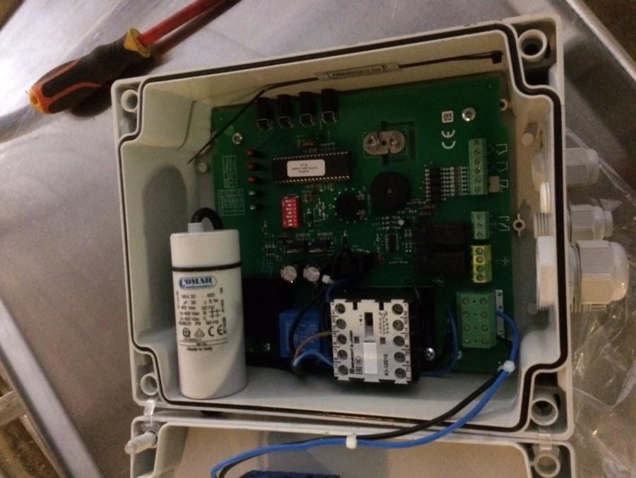 ABM Assainissement installe des condensateurs sur les pompes de relevage 04 72 93 91 83